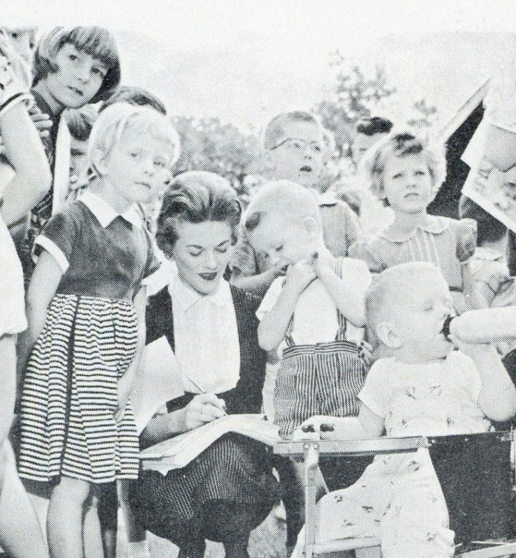 Miss JoAnn meets children at Pullen Park